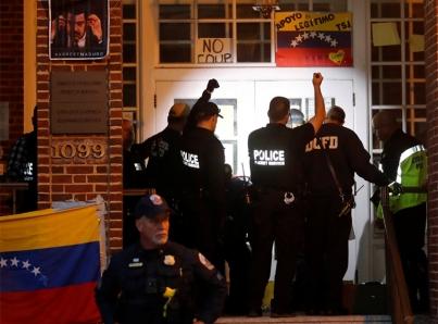 Desalojan Embajada de Venezuela